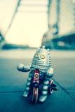 Старая игрушка робота, винтажный стиль цвета Стоковые Фотографии RF