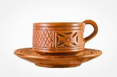 Старая изолированные чашка и плита чая глины стоковые фотографии rf