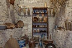 Старая историческая кладовка в подвале стоковая фотография rf
