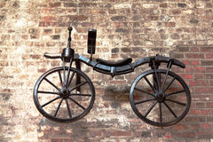 старая историческая смертная казнь через повешение велосипеда на стене Стоковое фото RF