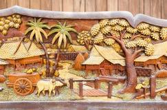 Старая и пакостная тайская высекаенная древесина культуры стоковая фотография rf