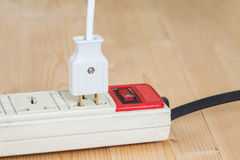Старая и пакостная электрическая штепсельная вилка Стоковое Изображение RF
