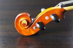 Старая и пылевоздушная скрипка стоковая фотография rf