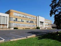 Старая и разрушанная школа Стоковая Фотография RF
