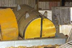 Старая и ржавая большая емкость для продукции сыра стоковые фотографии rf