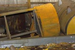 Старая и ржавая большая емкость для продукции сыра стоковое изображение