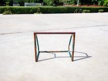 Старая и ржавая мини цель футбола футбола Стоковое Изображение