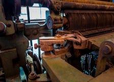 Старая и ржавая шестерня шестерни машины в фабрике Стоковое Фото