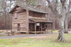 Старая кабина в древесинах стоковое фото