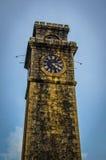 Старая каменная башня с часами в Шри-Ланке Стоковое Изображение RF