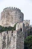 Старая каменная крепость на холме стоковые фотографии rf