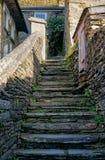 Старая каменная лестница к cottege стоковая фотография