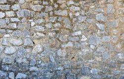 Старая каменная стена Камни держатся с цементом Стоковая Фотография RF