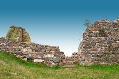 Старая каменная стена с голубым небом Стоковая Фотография RF