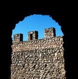 Старая каменная стена с зубчатыми стенами Стоковые Изображения