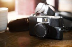 Старая камера в collecter на деревянной таблице Стоковое Изображение