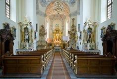 старая католической церкви нутряная стоковая фотография