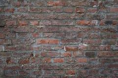 Старая кирпичная стена как предпосылка, текстура или картина Темный - красная и оранжевая кирпичная стена Плакат или крышка Стоковая Фотография RF