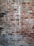 Старая кирпичная стена с краской брызгает стоковая фотография rf