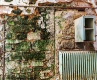 Старая кирпичная стена тюрьмы Стоковые Фото