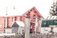 Старая колючая проволока обнести зима Стоковая Фотография
