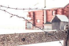 Старая колючая проволока обнести зима Стоковые Фото