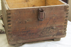 Старая коричневая коробка Стоковая Фотография