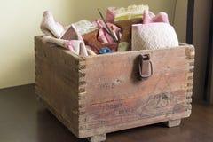 Старая коричневая коробка стоковые изображения