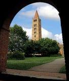Старая колокольня аббатства Pomposa в центральной Италии Стоковое фото RF
