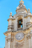 Старая колокольня под голубым небом Стоковое Изображение RF