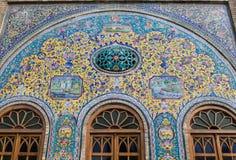 Старая красивая картина мозаики на стене на дворце Golestan, Иране Стоковые Фотографии RF
