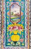 Старая красивая картина мозаики на стене на дворце Golestan, Иране Стоковое Изображение