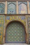Старая красивая картина мозаики на стене на дворце Golestan, Иране Стоковая Фотография RF