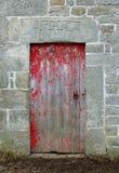 Старая красная каменная дверь амбара Стоковые Изображения RF