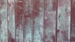 Старая красная краска на экстерьере стены амбара Стоковая Фотография