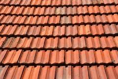 Старая красная плитка текстуры крыши Стоковая Фотография