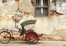 Старая красная рикша стоковое фото