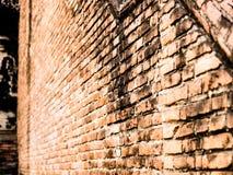 Старая красная текстурированная кирпичная стена Стоковые Фото