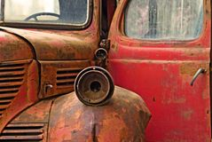 старая красная тележка Стоковые Изображения RF
