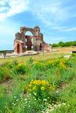 Старая красная церковь на поле лета Стоковые Фотографии RF