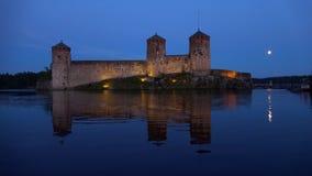 Старая крепость Olavinlinna, ночь Savonlinna, Финляндия акции видеоматериалы