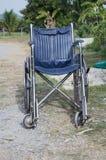 Старая кресло-коляска перехода Стоковое Фото