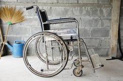 Старая кресло-коляска перехода Стоковая Фотография