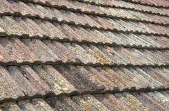 Старая крыша с крупным планом керамических плиток Стоковая Фотография RF