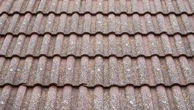 Старая крыша с крупным планом керамических плиток Стоковое Изображение