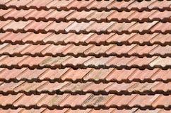 Старая крыша с крупным планом керамических плиток Стоковое Фото