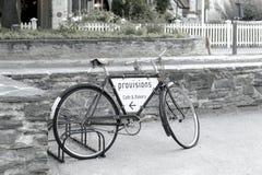 Старая классическая автостоянка велосипеда на улице arrowtown Стоковое Изображение