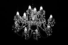 Старая люстра светя в темноте стоковые фотографии rf