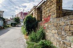 Старая маленькая улица в старом городке Стоковые Изображения RF