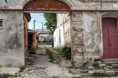 Старая маленькая улица в старом городке Стоковые Фотографии RF